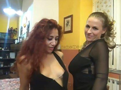 Dana e Michelle lesbicata al ristorante