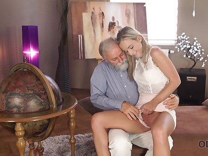 Superannuated man wants nearly discern Shanie Ryan's pussy and that sexy girl is hardly shy