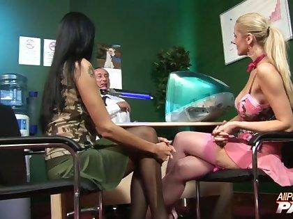 Closeup video of hardcore group sex with Sarah Twain & Jane Darling