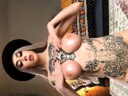 Babe With Big Boobs Masturbates