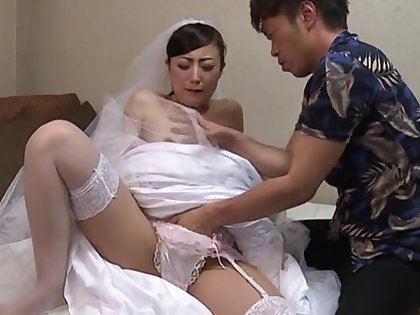 Pretty bride Tanihara Yuki opens her legs to view with horror fucked balls deep